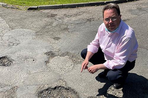Craig-Hoy-MSP-Penicuik-Potholes