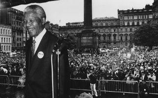Nelson Mandela in Glasgow 1993 Headline