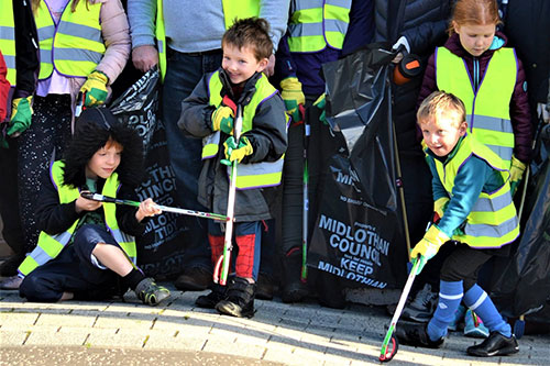 One Dalkeith Litter Pick Eskbank 2019